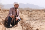 کارآفرینی مُبلغ دینی در زمینه کشت زعفران تا کارگاه گلابگیری